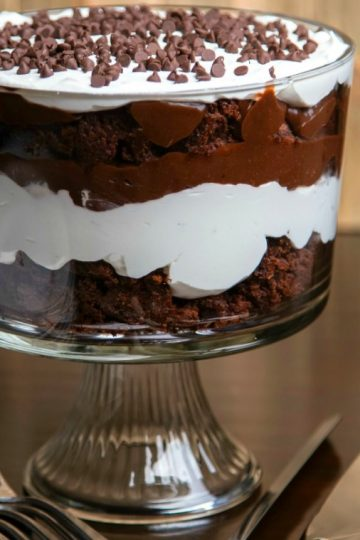 Chocolate Brownie Trifle Dessert - a classic dessert that is sweet, creamy, chewy and crunchy all in one.