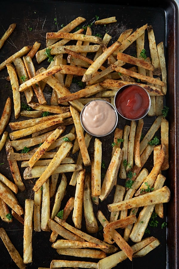 Crispy Garlic Matchstick Fries are amazingly crisp and flavorful oven baked fries seasoned with garlic.. #mustlovehomecooking #frenchfries #potatoes