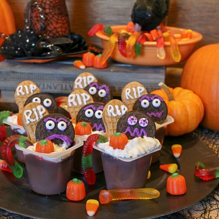 Fall is rushing by and Halloween will be here beforewe know it. One of the best ways I know to get the scary time started is byconjuring up a spookytreat that both the kids and grown-ups will love.
