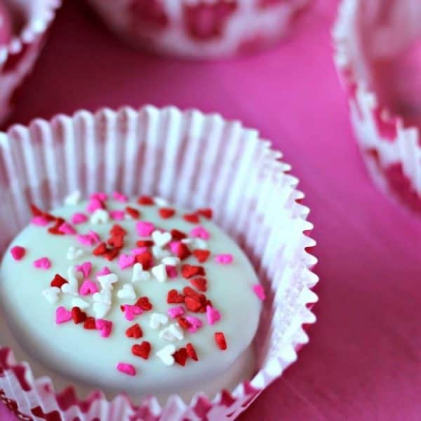 Make these super cute Sweetheart Truffles for your Valentine in just a few simple steps! Using cookies, melted candies and festive sprinkles, you can make these for your sweetheart right in your own kitchen!