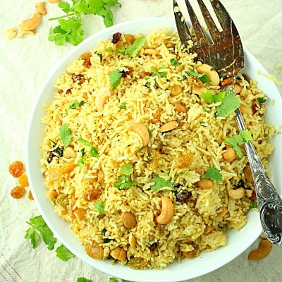 RED CURRY RICE WITH RAISINS AND CASHEWS