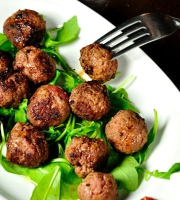 Light Swedish Meatballs are little beef meatballs made with extra lean meat and no egg.