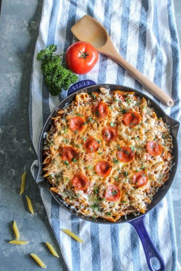 One Pan Chicken Pepperoni Pizza Pasta Spicy pepperoni, chunks of moist chicken, velvety pasta and oozing melted cheese makes this 30 minute recipe an easy favorite!