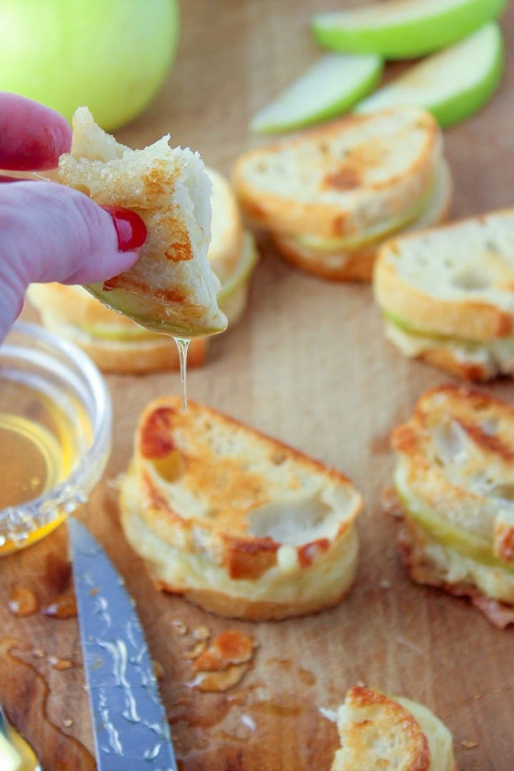 Pepper Cheese Apple Mini Grilled Cheese Sandwiches