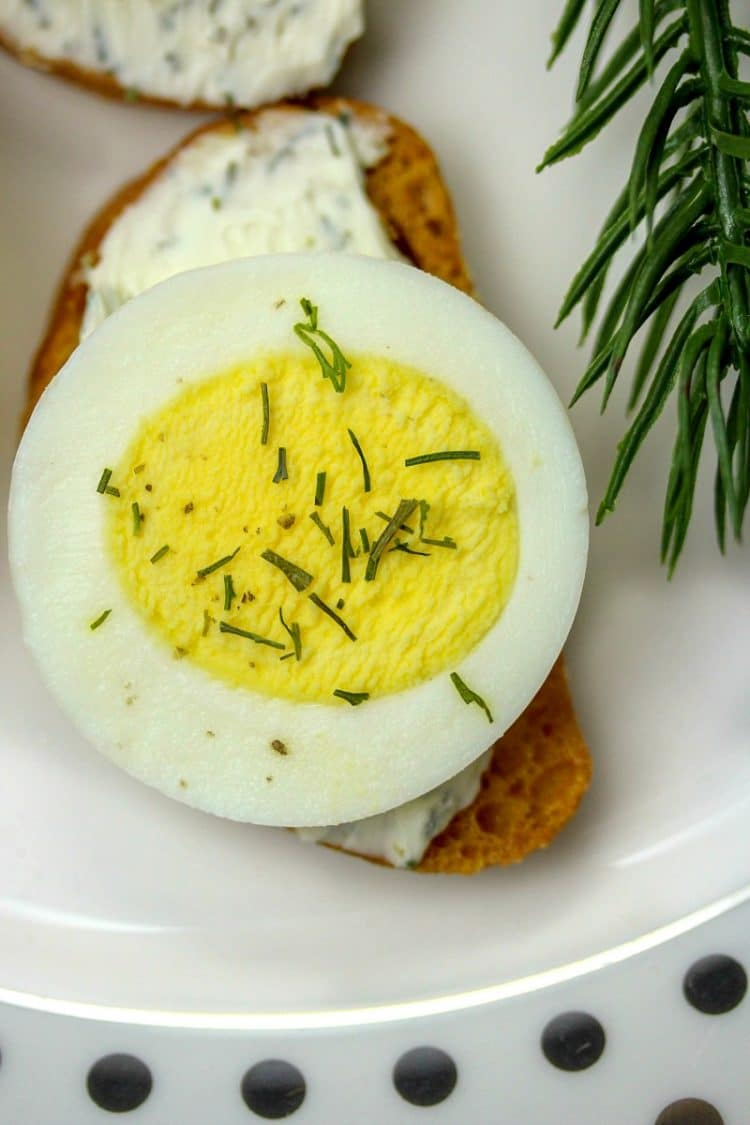 Easy Egg Dill Crostini Appetizer is so simple you will feel like you are cheating! Only 4 ingredients and 15 minutes to make appetizers for a crowd! Great for holiday parties!