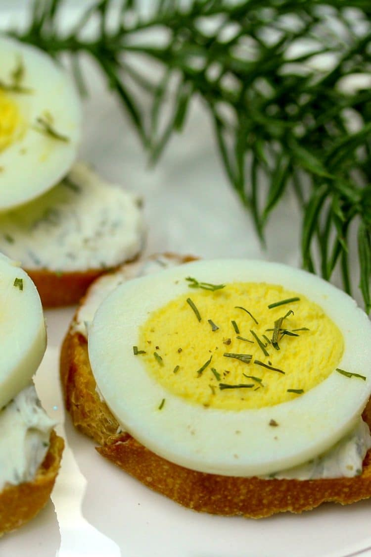 Easy Egg Dill Costini Appetizer is so simple you will feel like you are cheating! Only 4 ingredients and 15 minutes to make appetizers for a crowd! Great for holiday parties!