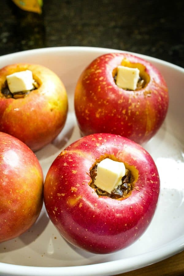 Amazing Baked Apples with Dates. Tender and so delicious made with 7 easy ingredients! #baked apples #glutenfree #fall #plantbased #mustlovehomecooking