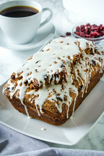 Cranberry Cinnamon Banana Bread - super moist and tender bread with cranberry, cinnamon and yogurt flavors make this delicious loaf perfect for breakfast or dessert! #mustlovehomecooking