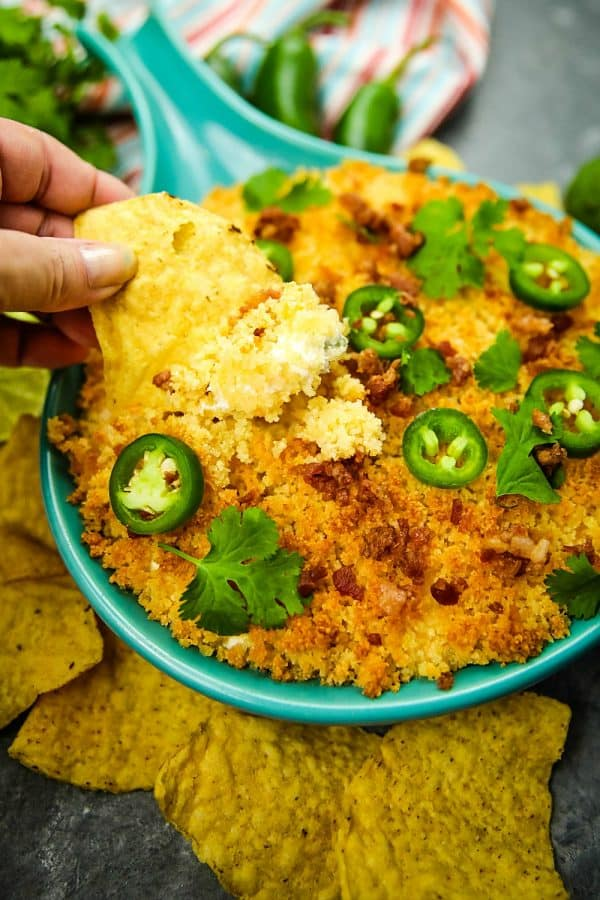 Jalapeno popper dip recipe is fresh, creamy, cheesy and completely addictive! Made with cream cheese, cheddar cheese and fresh jalapenos, then topped with toasted parmesan breadcrumbs. #mustlovehomecooking