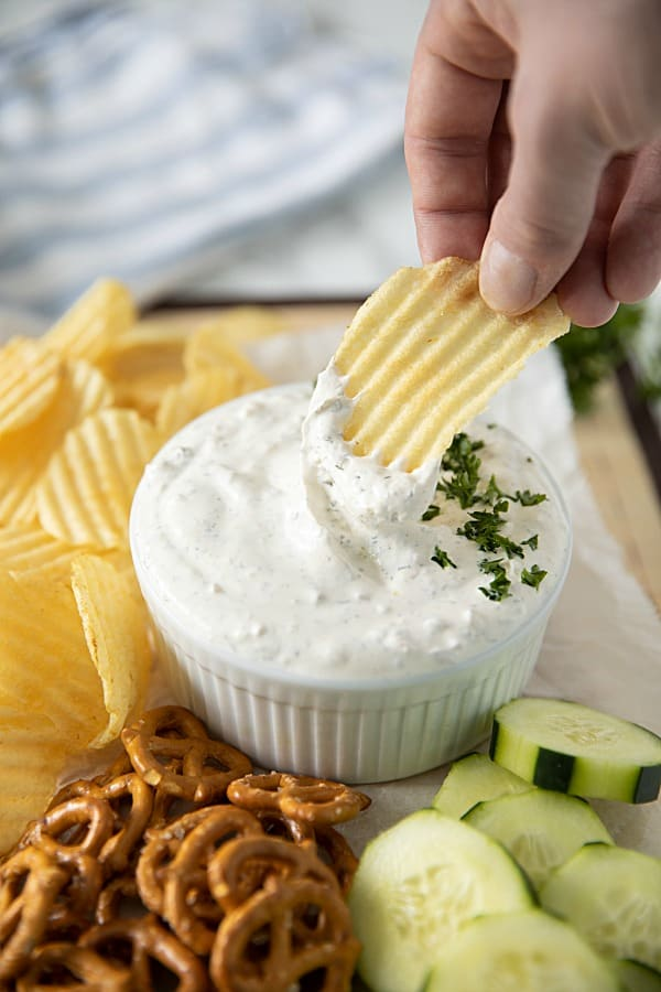 Seriously Good Sour Cream Chip Dip - simple and tasty, it's prepped in only minutes. #mustlovehomecooking #diprecipes #partyrecipes