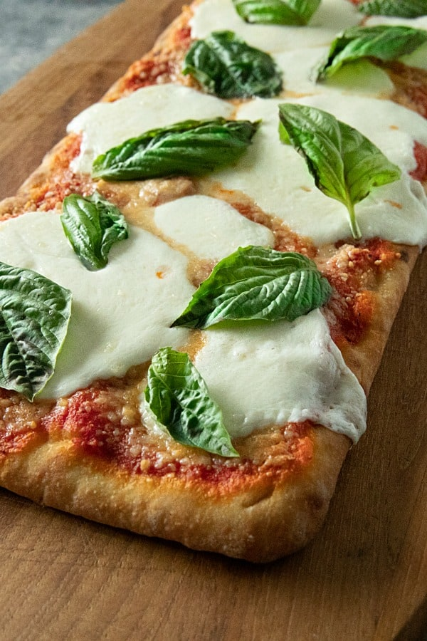 Easy Margherita Flatbread Pizza is a tasty, simple recipe for homemade pizza with flatbread crust, San Marzano pizza sauce, fresh mozarella and basil. #mustlovehomecooking #margheritapizza #pizzarecipes