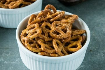 Easy Garlic Ranch Pretzels are irresistibly tasty and simple to make with a zesty blend of seasonings.#mustlovehomecooking #ranchpretzels