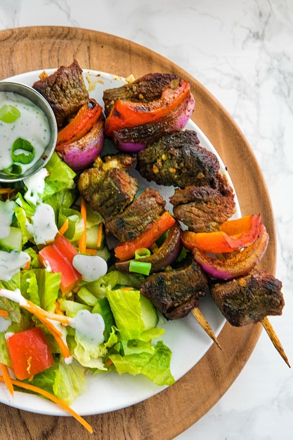 Smoky Chili Beef Shish Kebab with peppers, onions and an amazingly flavorful marinade are perfect for using inexpensive cuts of meat. They're great for grilling or the broiler! #mustlovehomecooking