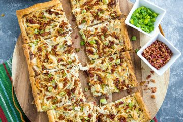 Shortcut ingredients like puff pastry, cooked chicken, chive cream cheese and bacon crumbles makes this Chicken Bacon Ranch Tart a quick and simple dinner favorite! #mustlovehomecooking