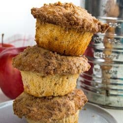The BEST cinnamon spice apple muffins with fresh apples, lots of spice and a crisp, buttery crumb layer you'll be tempted to munch on first.#mustlovehomecooking