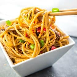 Instant Pot Sesame Garlic Pasta! Super easy recipe with simple ingredients - soy sauce, sesame oil, garlic, mushrooms, red peppers and spaghetti noodles. Vegan/Vegetarian #mustlovehomecooking