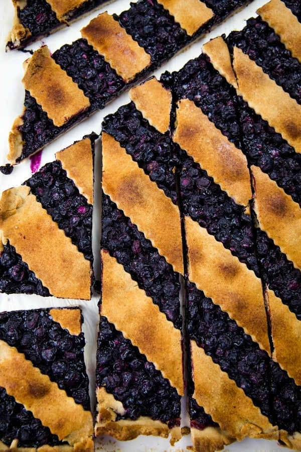 Blueberry Slab Pie is fresh blueberries, cinnamon and lemon juice baking into a buttery and crisp shortbread crust. Easily cuts into bars and feeds a crowd!#mustlovehomecooking