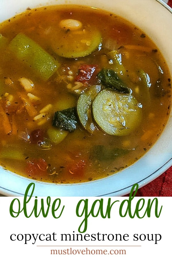 Copycat Olive Garden Minestrone Soup made with zucchini, beans and pasta has all the flavor of the original. Healthy and vegetarian too! #mustlovehomecooking