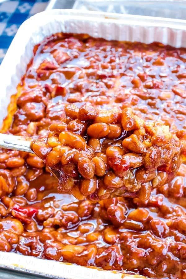 Grandma's Real Southern Baked Beans is down home southern cooking at it's best. Made with ingredients like bacon, roasted red pepper, molasses, brown sugar and cider vinegar, it's a family favorite! #mustlovehomecooking