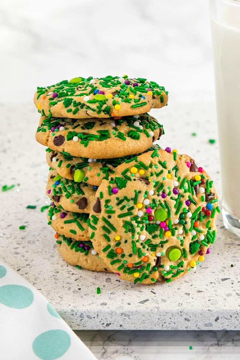 Sprinkle Chocolate Chip Peanut Butter Cookies with lots of peanut butter, mini chocolate chips and sprinkles make them so flavorful and festive for the holidays. #mustlovehomecooking