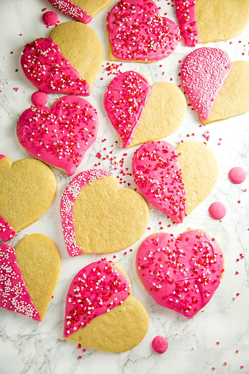 Crispy sugar cookies cut-outs decorated for your Valentine! Easy recipe for any occasion. #mustlovehomecooking