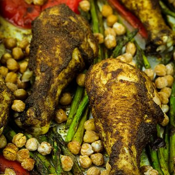 Super easy Sheet Pan Moroccan Chicken are tasty spiced chicken legs perfectly crispy on the outside and deliciously succulent on the inside. #mustlovehomecooking