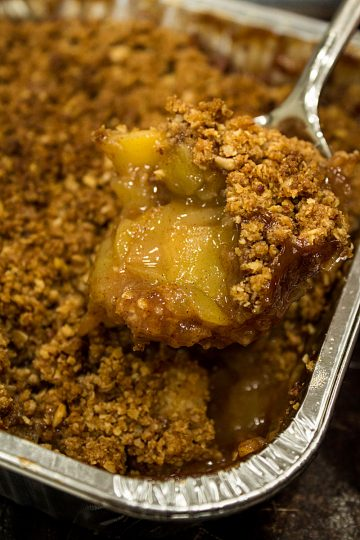Freezer Apple Crisp Recipe, ready to bake frozen dessert made with crisp chunks of apple, spices and a crispy oatmeal crust. #mustlovehomecooking
