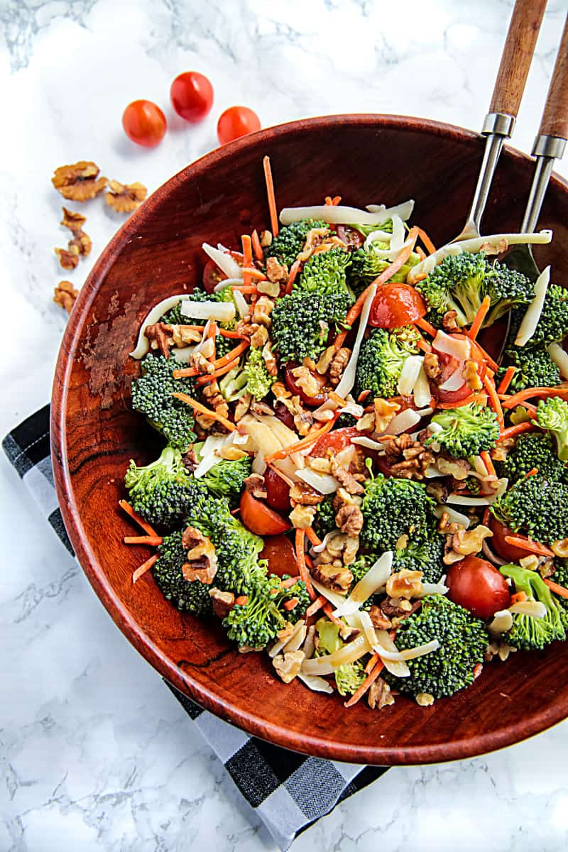 healthy side salad or meal, made with fresh, crisp broccoli florets, tomato and toasted walnuts then drizzled with a tangy homemade balsamic dressing. #mustlovehomecooking