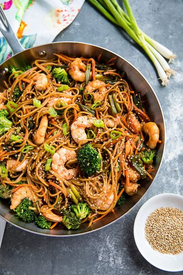 Quick and easy pan fried shrimp and vegetables, tossed with pasta and coated with an addictive spicy sesame sauce. #mustlovehomecooking
