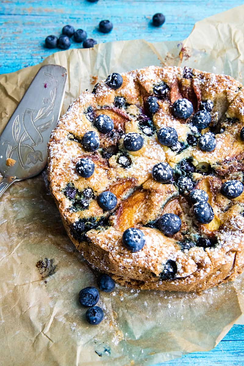 With bursting blueberries and fresh nectarines, this simple Blueberry Nectarine Cake is totally delish. No leftovers here #mustlovehomecooking