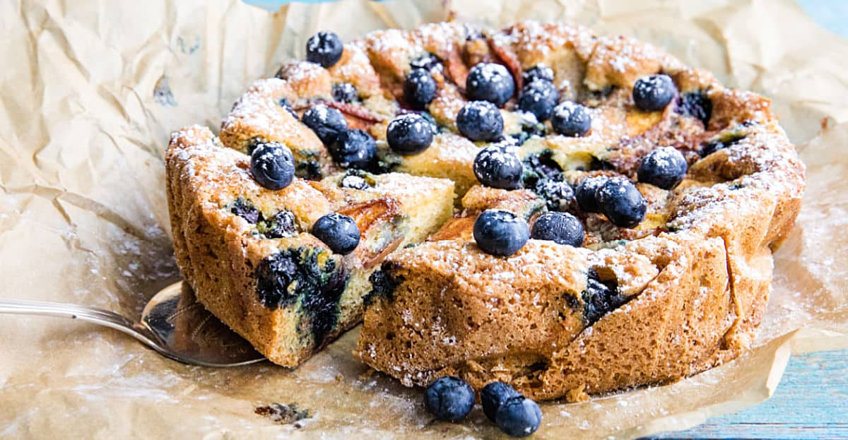 Made with bursting blueberries and fresh nectarines, this quick and simple Blueberry Nectarine Cake is totally delicious! #mustlovehomecooking